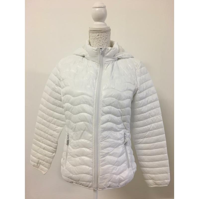 Tavaszi fehér kabát