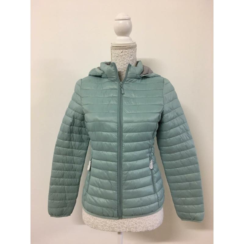 Tavaszi világoskék kabát