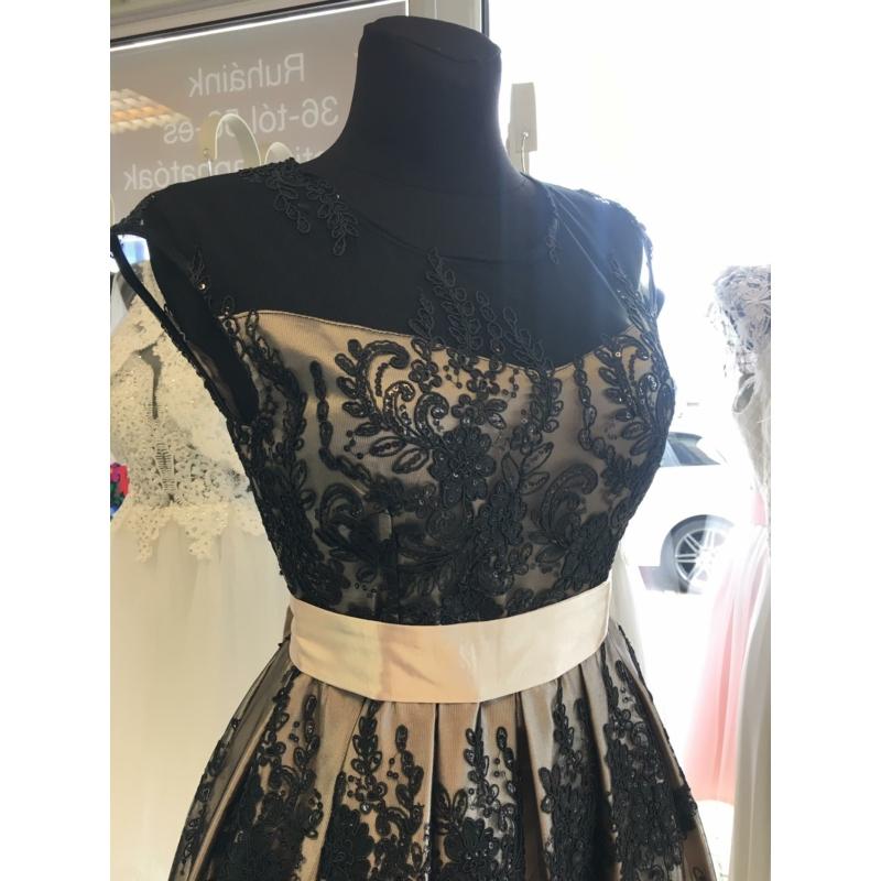 Diana fekete ruha